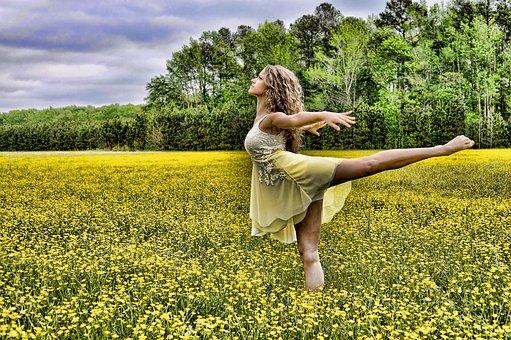 dancer-2093996__340